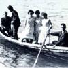 Łódka pomagała pokonać drogę do kościoła