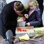 Nowi mieszkańcy Warmii podtrzymują dawną tradycję przez organizowanie warsztatów dla dzieci